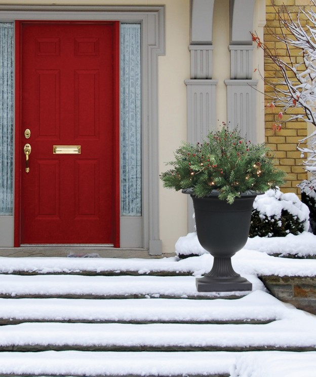 Creating curbside appeal for the holidays